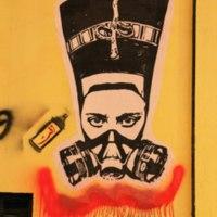 Nefertiti in a gas mask